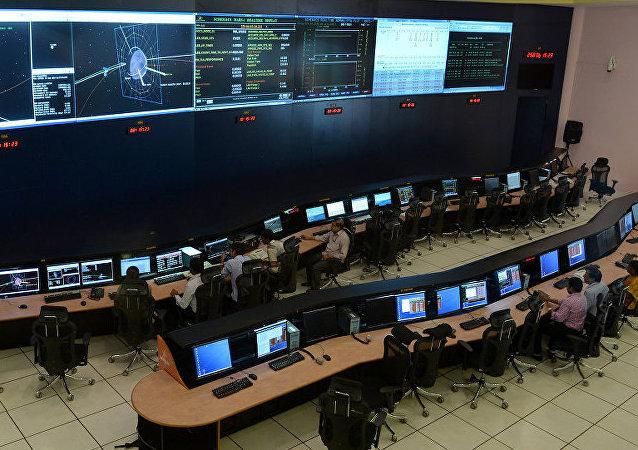 印度南部发射场成功发射一枚搭载8颗卫星的火箭