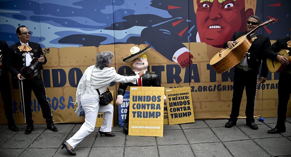 墨西哥活动人士开展反特朗普运动