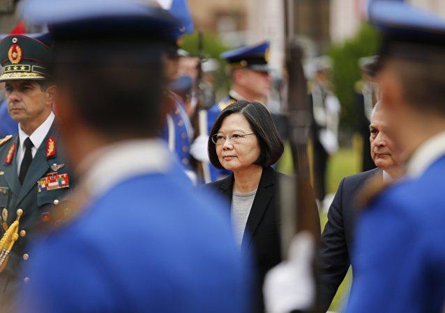 """中国外交部:各方都清楚台湾地区领导人""""过境外交""""的政治目的"""