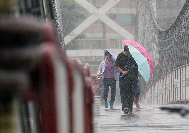 台风导致台湾21万多户停电