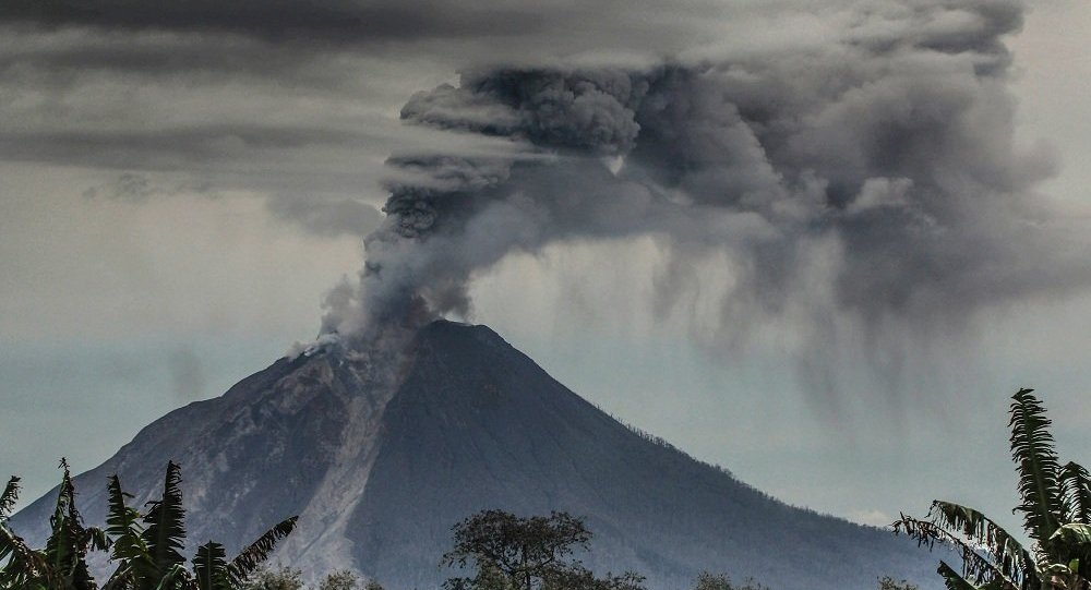 印尼巴厘岛因担心火山爆发疏散4.2多万人