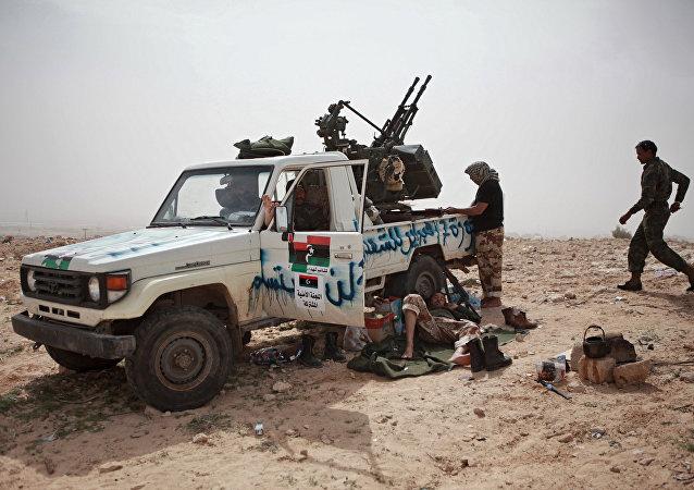 媒体:利比亚军队总司令请求俄供应武器和装备
