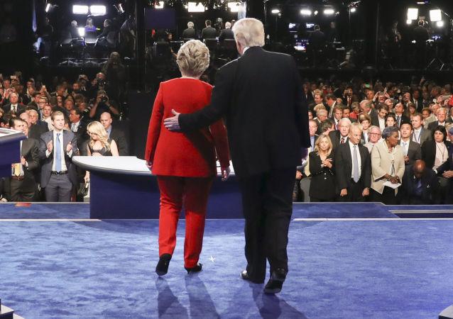 民調:克林頓支持率低於特朗普