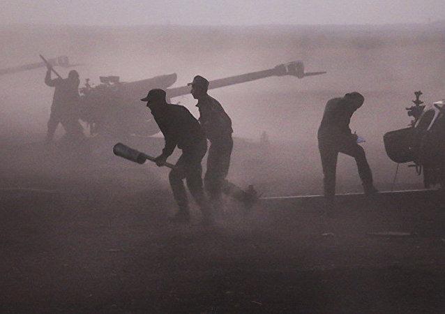 """叙利亚军队指责美国向""""伊斯兰国""""提供逃离摩苏尔至叙利亚的""""走廊"""""""