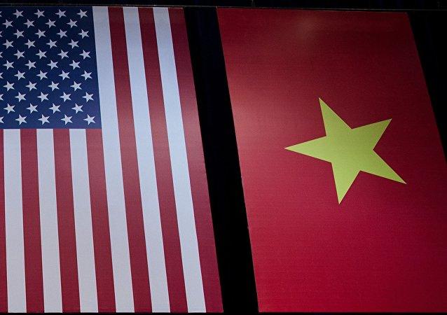 Флаги США и Вьетнама