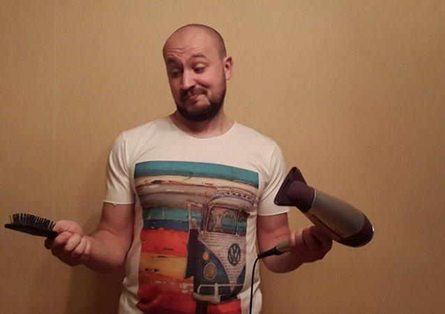 朋友给他送了个整理头发的吹风机