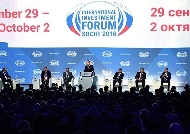 俄副总理:索契论坛上签署总额7040亿卢布合约
