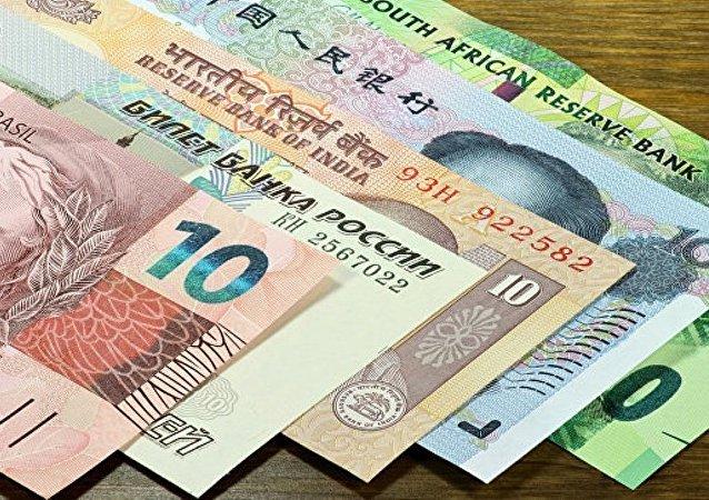 俄财政部司长:金砖银行或于年底前发行卢布债券