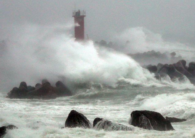 媒体:台风暹芭至少在韩国造成四人死亡