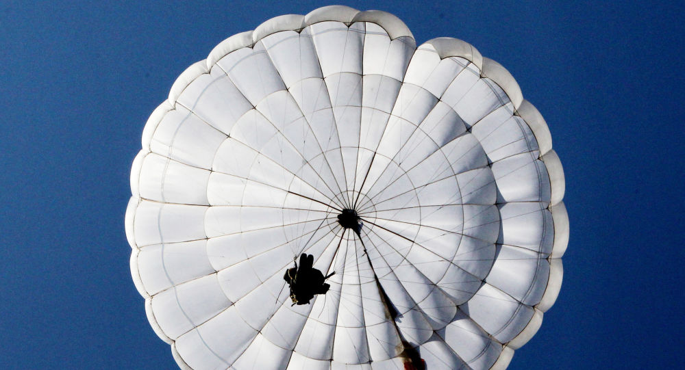 俄国防部: 5000余名空降新兵2月底前将完成首次跳伞