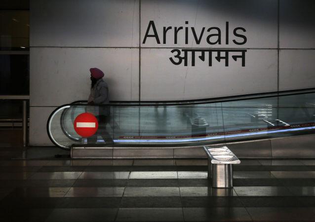 媒体:新德里机场两架客机险些相撞