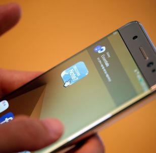 日本机场一乘客登机时三星Galaxy Note 7手机冒烟