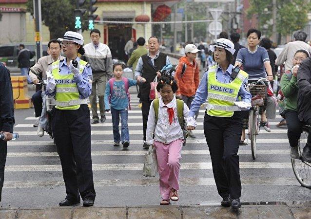 中国警方借助儿童失踪信息紧急发布平台半年内找回儿童260名
