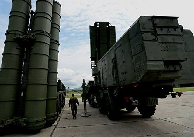 土国防部:土耳其与俄罗斯举行采购S-400防空导弹系统谈判