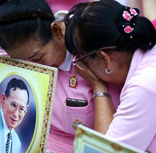 泰國政府呼籲在已故國王火葬當日戒酒
