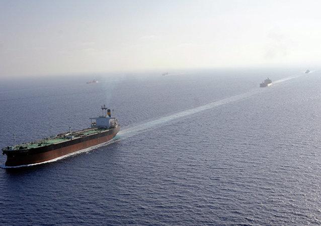 媒体:伊朗向也门海岸派出两艘军舰保卫商船