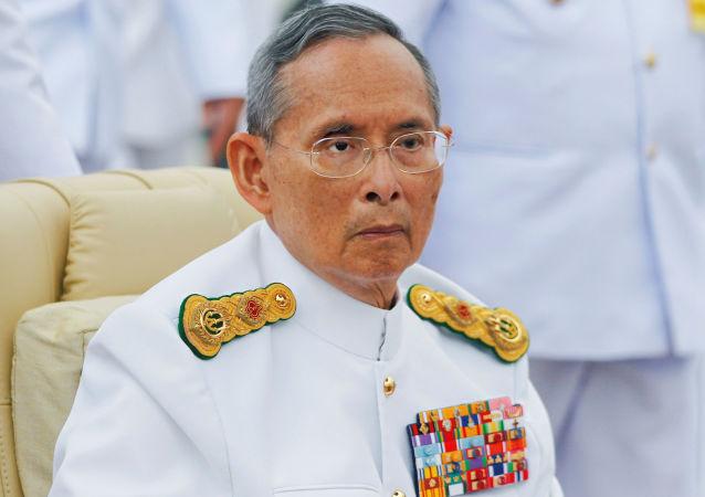 总理:泰国王储玛哈•哇集拉隆功将继承王位