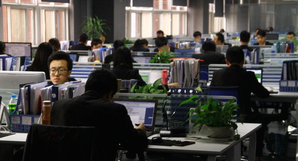报纸:中国一家商店员工因未能完成工作任务而公开吞食活虫子