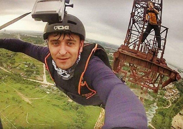 俄极限高手将赴华蹦极 挑战世界第一高桥