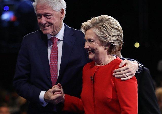 媒体:克林顿基金会承认接受卡塔尔百万美金未告知国务院