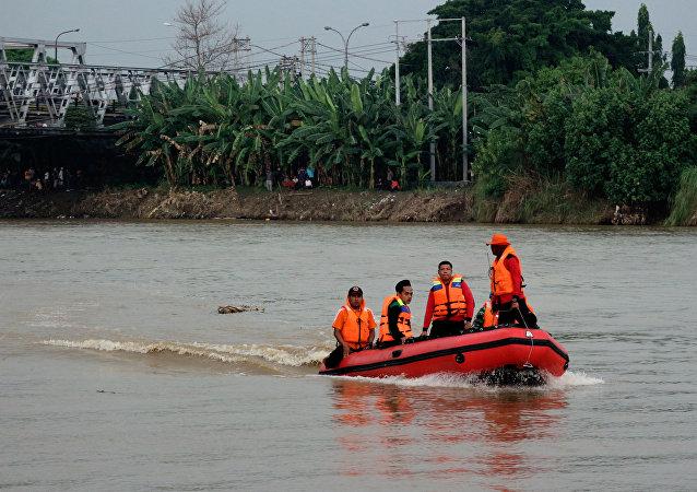 印尼悬索桥坍塌伤亡人数增至34人