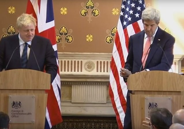 美国国务卿约翰∙克里和英国外交大臣鲍里斯∙约翰逊