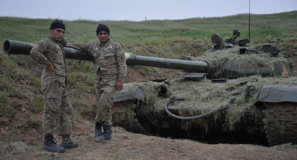 卫星新闻巴库10月31日电 塞拜疆国防部31日称纳戈尔诺-卡拉巴赫接触线上一天内发生45起破坏停火制度事件。
