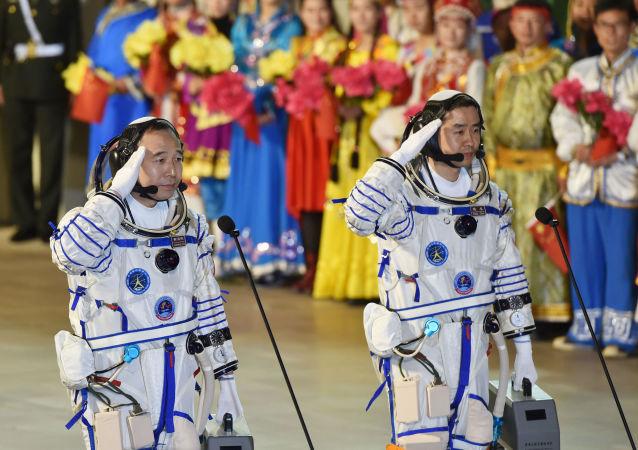 中国航天员首次实现在轨跑步锻炼