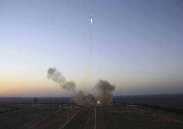 """中国成功使用""""长征三号""""运载火箭发射两枚卫星"""