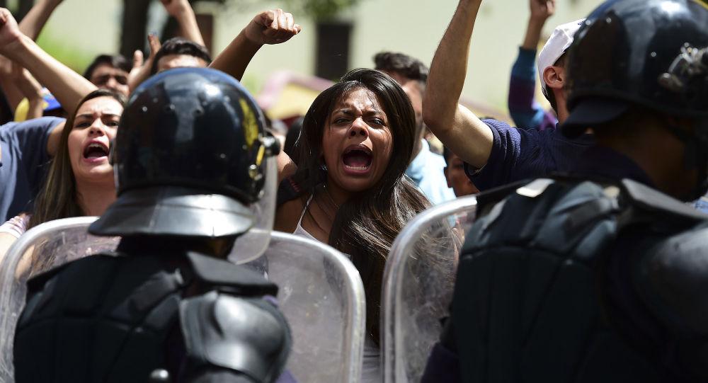 委内瑞拉当局通报抗议示威中军人遇害事件