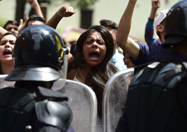 委内瑞拉抗议活动中约30人因参与骚乱被捕