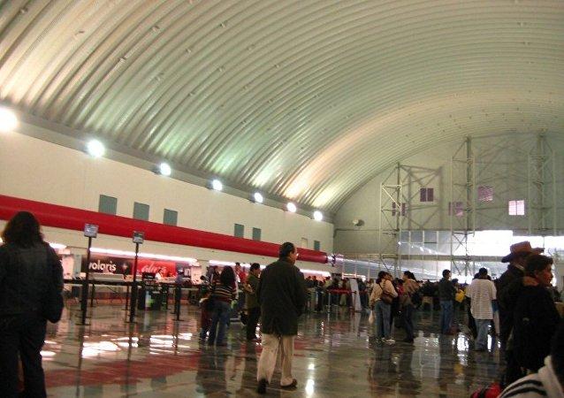 墨西哥政府在托卢卡机场查获寄自美国的4.5亿美元证券