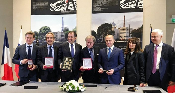 普京:俄罗斯在巴黎设东正教中心说明俄法联系稳固