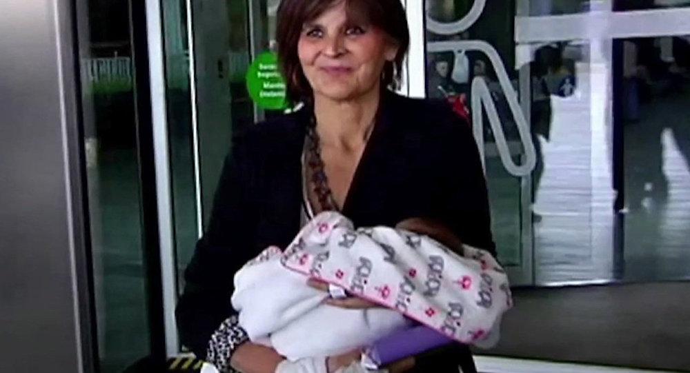 62岁的妇女丽娜 • 阿尔瓦雷斯