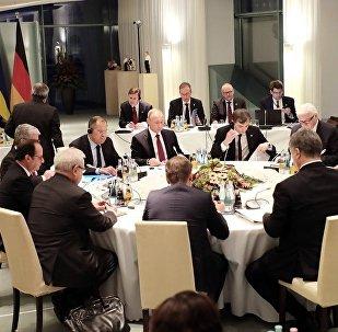 「諾曼底四方」會談領導人舉行閉門會議