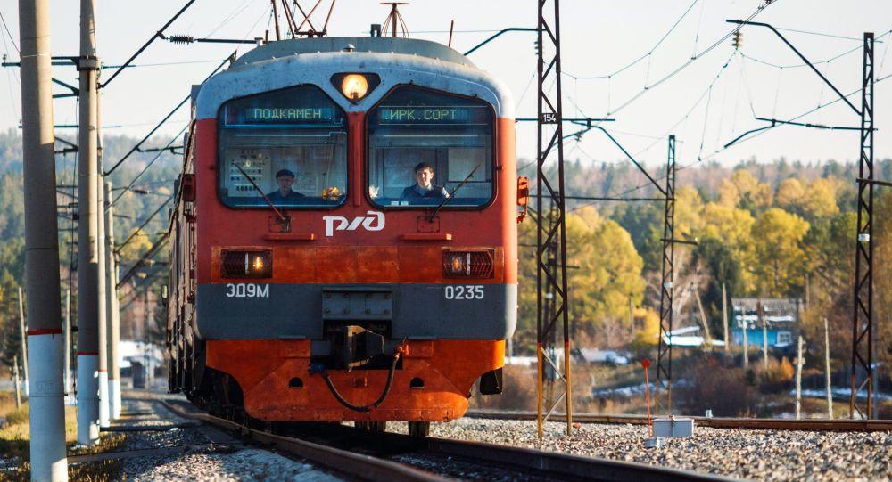 2018高清铁路风景图片
