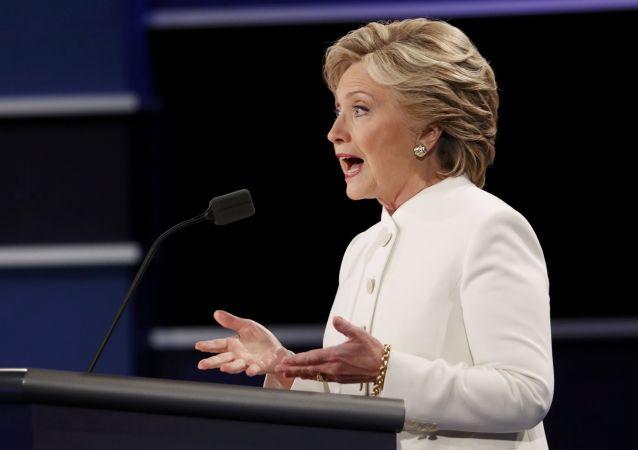 媒體:美國法院就班加西案恢復搜查希拉里助手郵件
