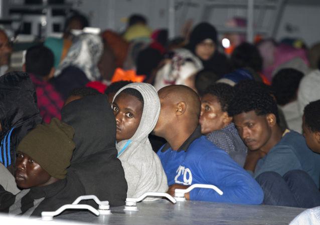 1400多名移民抵达意大利兰佩杜萨岛