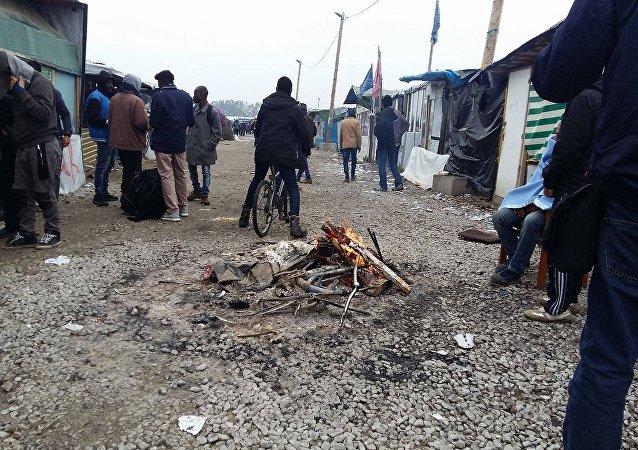 法国一移民接待中心在加莱难民营搬迁当天遭纵火