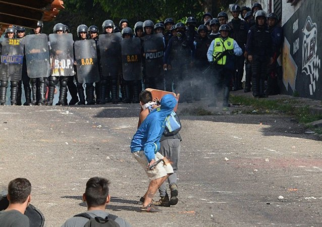 巴拉圭因修宪引发骚乱 总统呼吁民众保持冷静