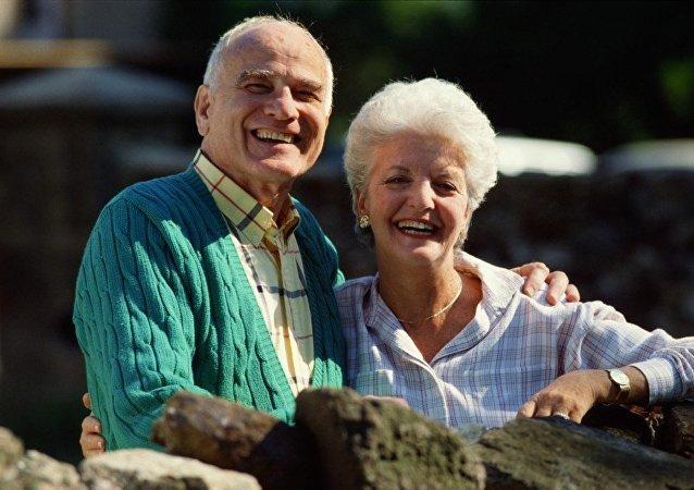 幽默感能使女性延年益寿