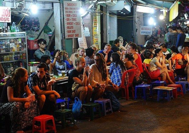 越南一餐厅老板因向顾客收取3.9万美元被通缉