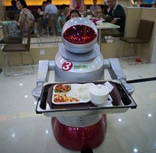 东京广播中心全职员工中一名叫Tavabo 的机器人正在工作,它为游客当导游。这种机器人能讲四种语言︰韩语、 汉语、 英语及日语。