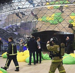 梅德韦杰夫和斯科尔科沃论坛与会者因受安全威胁撤离会场