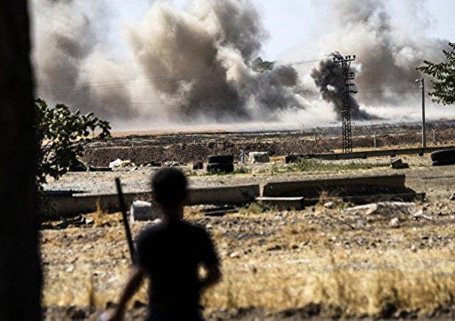 媒体:土空军空袭叙北部居民点致7名平民死亡