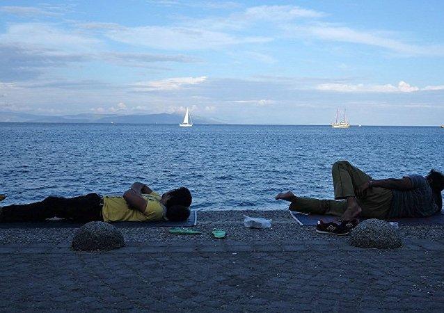 北约决定继续协助打击爱琴海的非法移民问题