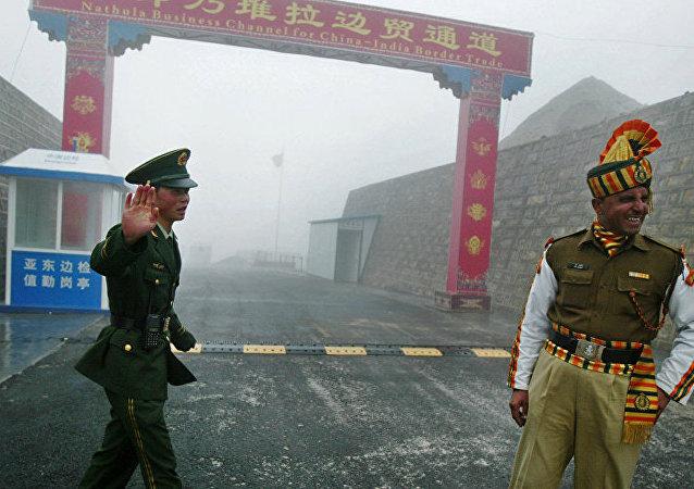 中国外交部:印度部队两次越界挑衅 导致双方边防部队发生严重肢体冲突