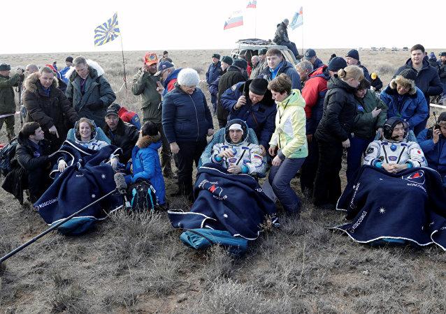 国际空间站成员返回地面
