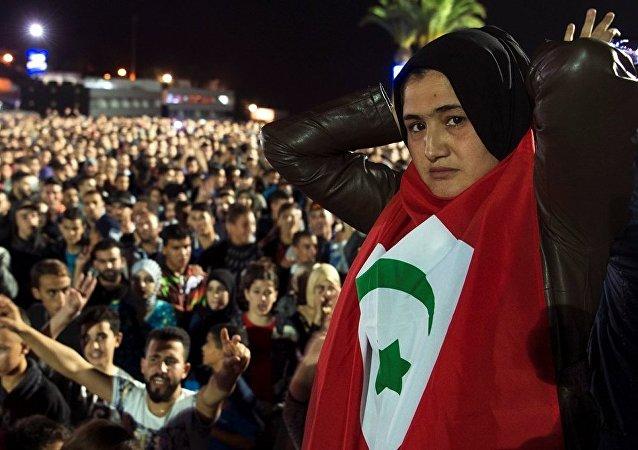 媒体:摩洛哥警察用水炮驱散反政府示威活动