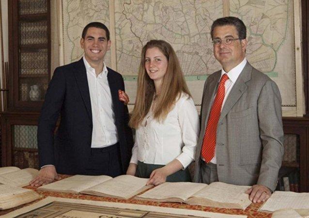 意大利皇族后裔菲利波·科尔西尼 (最左)